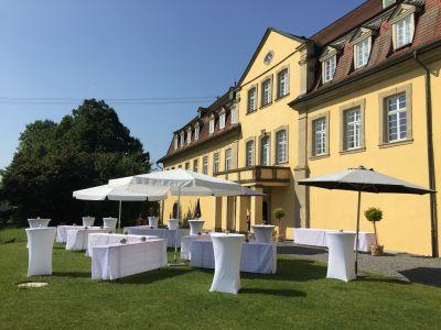 Empfang im Garten von Schloss Massenbach