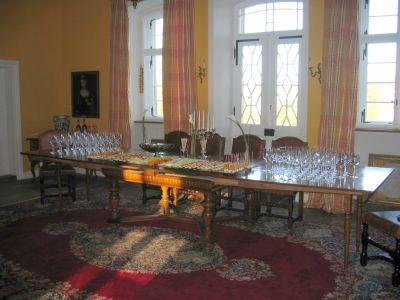 Sektempfang im Mittelsaal von Schloss Massenbach