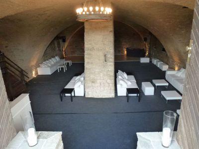 Gewölbekeller mit Lounge Schloss Massenbach