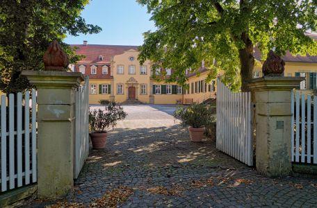 Haupttor zum Innenhof von Schloss Massenbach