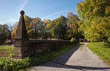 Sandsteinmauer Gartenimpression Schloss Massenbach